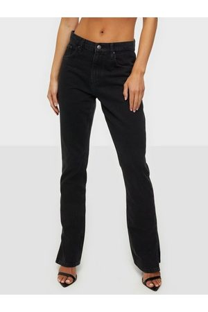 NLY Cheeky Fit Slit Denim