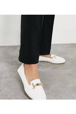 Raid Nidhi loafer with snaffle in white
