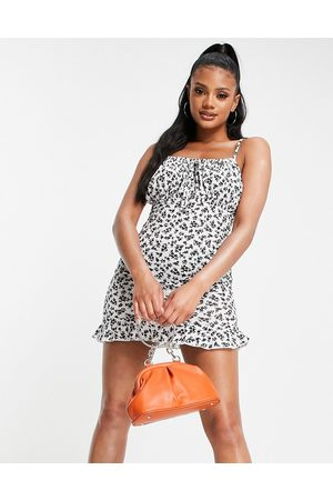 I saw it first Ruched front sleeveless mini dress in mono ditsy print-Multi