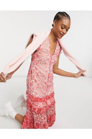 HOPE & IVY Ruffle sleeve midi dress in mixed print-Red
