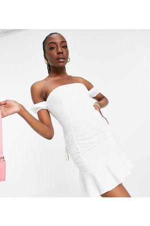 Parisian Dame Korte kjoler - Off shoulder ruched detail mini dress in white