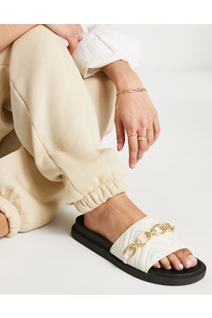 London Rebel Chunky quilted chain sliders in off white