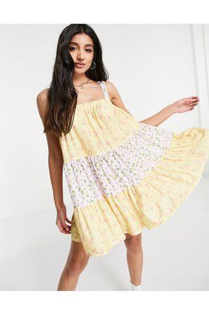 ASOS Dame Hverdagskjoler - Tiered mini strappy sundress in pastel mix match floral print-Multi