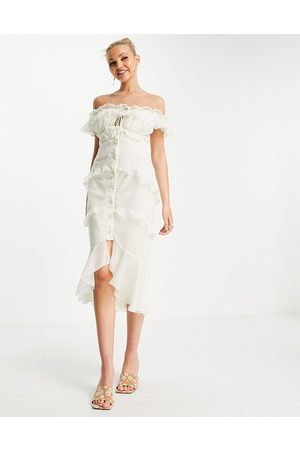 ASOS Dame Midikjoler - Off shoulder midi dress with button front and ruffle detail in cream-White