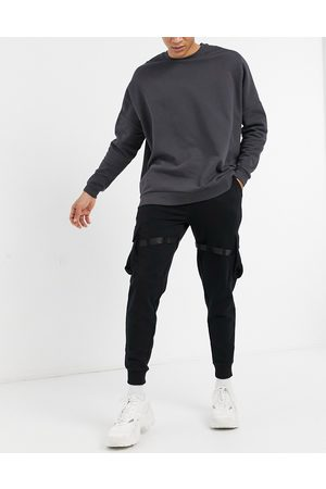 ASOS Herre Joggebukser - Organic utility joggers with multi pockets & strapping-Black