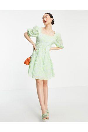 VILA Dame Selskapskjoler - Mini tulle smock dress with low back and bow detail in green