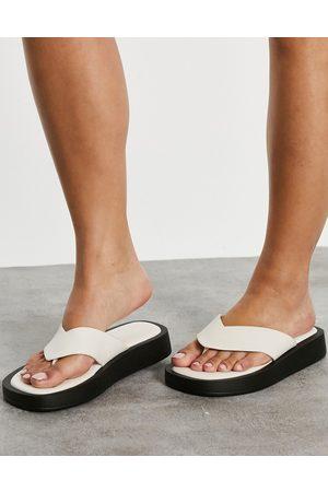 Raid Dornea chunky flip flops in off white