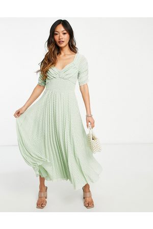 ASOS Dame Midikjoler - Ruched front pleated midi dress with shirred waist in chevron dobby in sage green