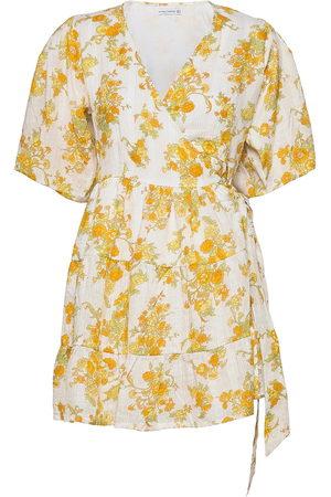 FAITHFULL THE BRAND Dame Korte kjoler - Ro Y Wrap Mini Dress Kort Kjole Gul