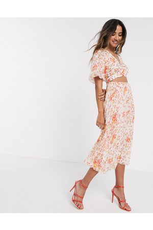 ASOS DESIGN Dame Mønstrede kjoler - Wrap around pleated midi dress in floral print-Multi