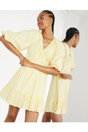 ASOS Dame Selskapskjoler - Embroidered daisy cotton wrap mini dress in ivory and yellow