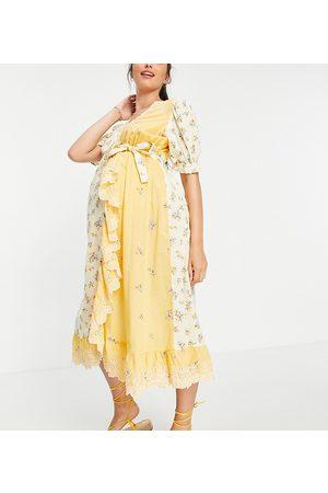 ASOS Dame Mønstrede kjoler - ASOS DESIGN Maternity wrap midi dress with broderie trim in mixed floral print-Multi