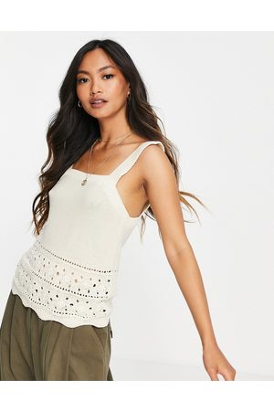 VERO MODA Dame Topper - Knitted vest top with crochet hem in cream-White