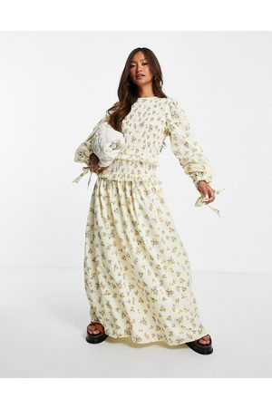ASOS Dame Mønstrede kjoler - Shirred bodice maxi smock dress with tie sleeves in yellow ditsy floral print-Multi