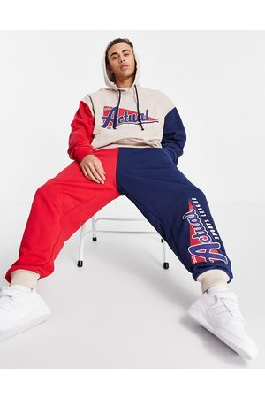 ASOS Herre Joggebukser - Relaxed joggers with colourblock detail and vintage sports print in burgundy and navy-Red