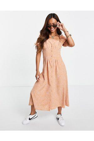 Fashion Union Dame Mønstrede kjoler - Midi tea dress with waist detail in bandana print-Pink