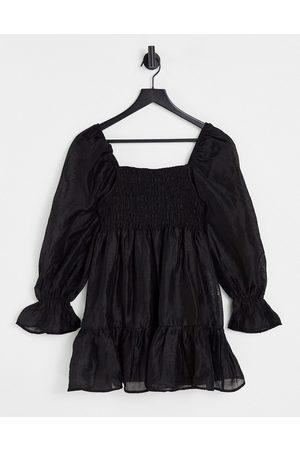 Ghospell Dame Hverdagskjoler - Mini smock dress with puff sleeves in black