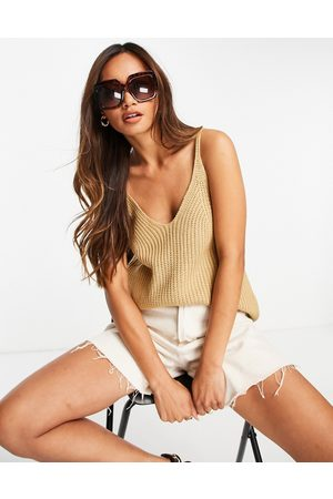 Pretty Lavish Dame Topper - Knitted vest top in -Neutral
