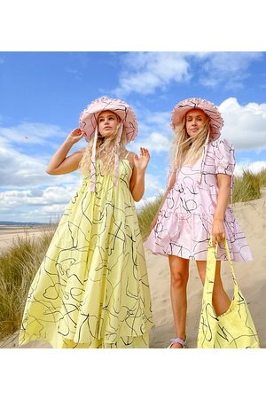 Labelrail Dame Mønstrede kjoler - X Olivia & Alice maxi cami smock dress with full skirt in abstract line print-Yellow