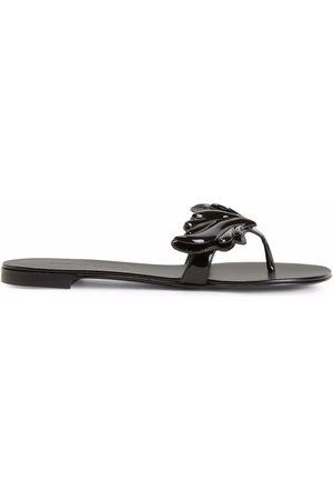 Giuseppe Zanotti Dame Flip flops - Cruel patent-effect flip flops