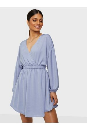 NLY Trend Volume Wrap Dress