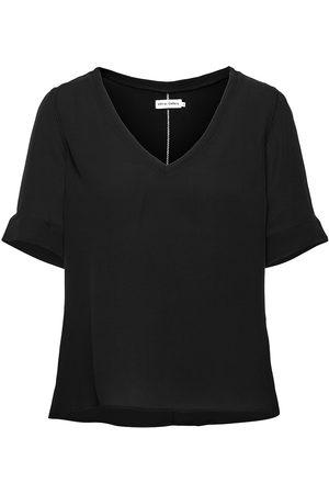 Ahlvar Gallery Dame Kortermede - Pim Deep V-Neck Tee Blouses Short-sleeved