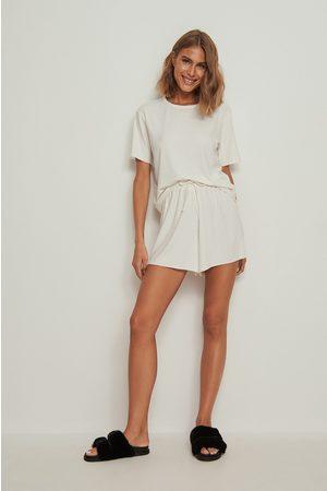 NA-KD Lingerie Dame Shorts - Resirkulert shorts med ribber og grov kant