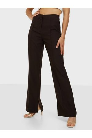 NLY Trend Dame Chinos - Dressed Side Slit Pants