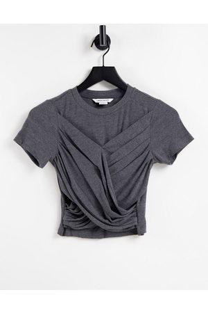 Urban Revivo Dame Kortermede - Twist front t-shirt in dark grey