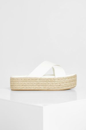 Boohoo Wide Fit Chunky Crossover Flatform