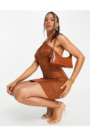 ASOS DESIGN Dame Selskapskjoler - Halter chain mini dress in chocolate jacquard-Brown