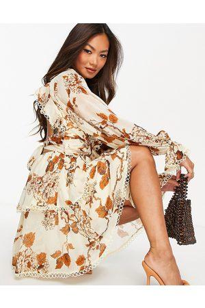 ASOS DESIGN Dame Selskapskjoler - Ruffle detail embellished soft mini dress with wrap waist and circle trim-Multi