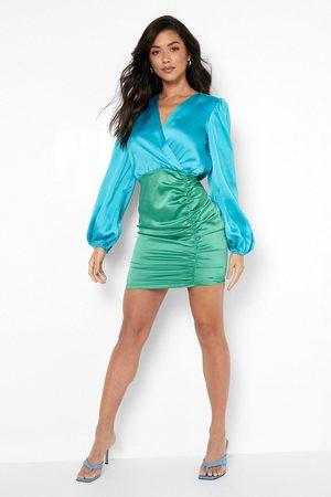 Boohoo Dame Bodycon kjoler - Satin Colour Block Wrap Ruched Mini Dress