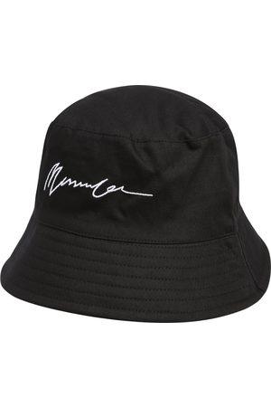 Mennace Hatt