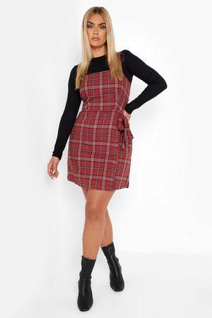 Boohoo Dame Hverdagskjoler - Plus Check Wrap Pinafore Dress