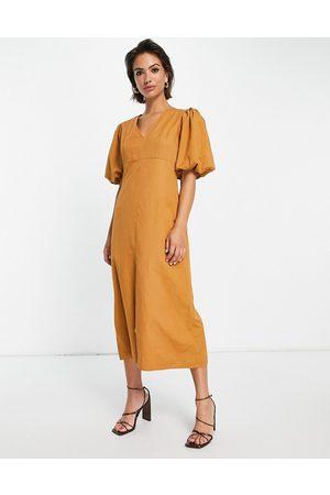 Pretty Lavish Puff sleeve split midi dress in brown-Green