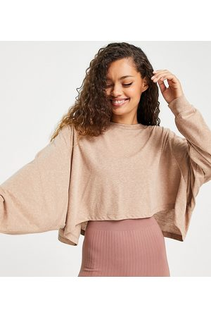 ASOS Dame Langermede - Petite yoga long sleeve top with open back detail-Neutral