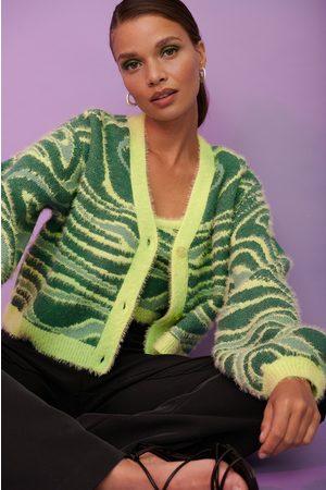 NA-KD Dame Gensere - Fluffy strikket kort genser