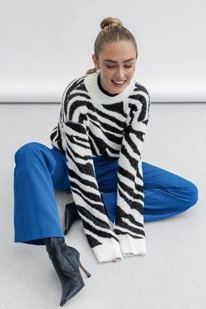 NA-KD Trend Resirkulert dressbukse med V-form