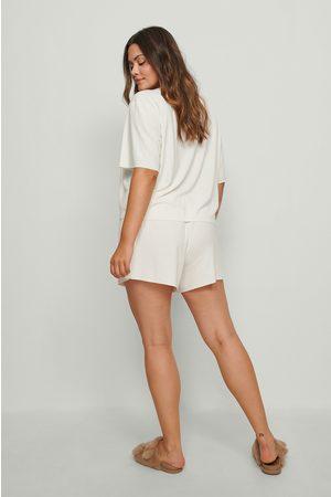NA-KD Dame Shorts - Resirkulert shorts med ribber og grov kant