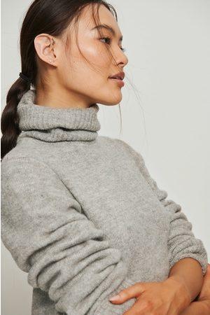 NA-KD Foldet genser med høy hals og ermer