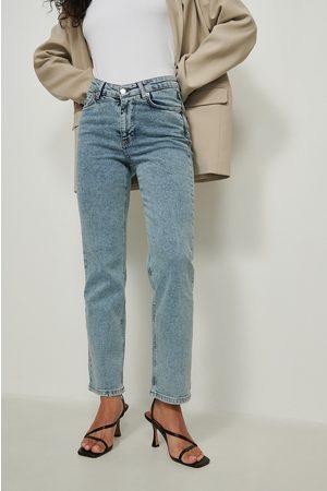 NA-KD Dame Straight - Rette jeans med v-form i livet