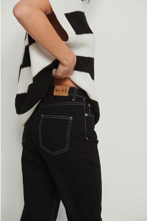 NA-KD Trend Dame Straight - Økologiske rette jeans med kontrastsøm