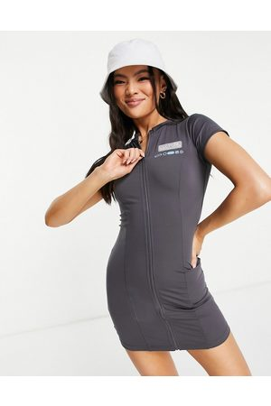 The Couture Club Dame Hverdagskjoler - Fitted zip through mini dress in charcoal-Grey
