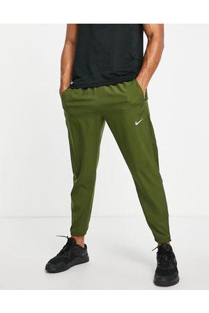 Nike Challenger Dri-FIT woven joggers in khaki-Green